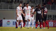 Indosport - Xandao (kedua kiri) saat membela Persija saat melawan Persipura Rabu (11/09/19) kemarin.