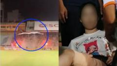 Indosport - Seorang wanita mengalami cedera saat menyaksikan Liga Vietnam.