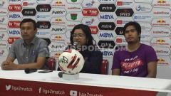 Indosport - Pelatih Persita, Widodo Cahyono Putro dan Egi Megiansyah usai menang lawan Sriwijaya FC.