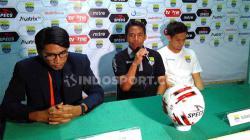 Pelatih Blitar Bandung United, Budiman (tengah) saat konferensi pers seusai pertandingan menghadapi Aceh Babel United di Stadion Siliwangi, Kota Bandung, Kamis (12/09/2019).