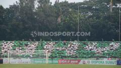 Indosport - SMeCK Hooligan berikan kritik lewat koreografer saat PSMS Medan menang 1-0 lawan PSCS Cilacap, di Stadion Teladan, Kamis (12/9/19), sore.