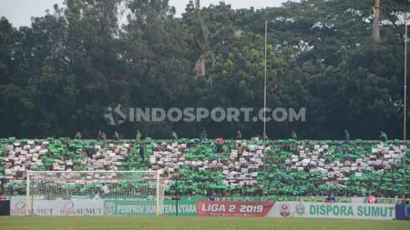 SMeCK Hooligan berikan kritik lewat koreografer saat PSMS Medan menang 1-0 lawan PSCS Cilacap, di Stadion Teladan, Kamis (12/9/19), sore. - INDOSPORT