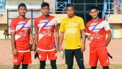 Indosport - Harlan Suhardi (kanan), mantan kiper timnas Indonesia U-19 yang resmi membela Muba United putaran kedua Liga 3 2019.