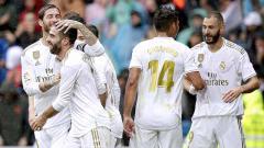 Indosport - Selebrasi para pemain Real Madrid usai merayakan gol ke gawang Levante di stadion Santiago Bernabeu, Sabtu (14/09/19).