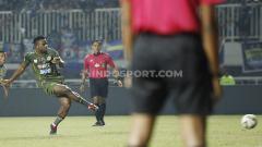 Indosport - Laga pertandingan Tira-Persikabo vs Persib Bandung pada Liga 1 2019, Sabtu (14/9/19).