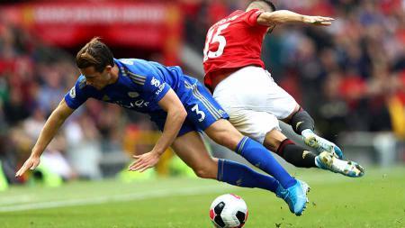 Harapan Chelsea mendatangkan bek kiri Leicester City, Ben Chilwell terancam pupus akibat cedera yang membekapnya. - INDOSPORT