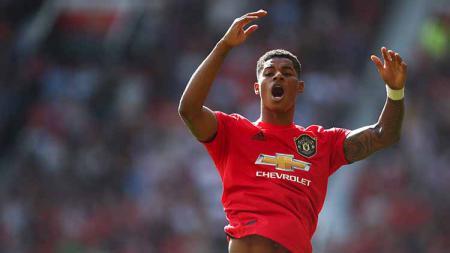 Striker Manchester United, Marcus Rashford, membeberkan resep sukses mengeksekusi penalti saat melawan Leicester City. Robbie Jay Barratt - AMA/Getty Images. - INDOSPORT