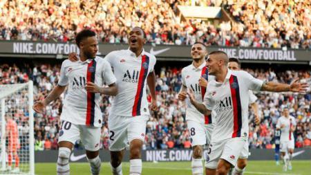Neymar (paling kiri) kembali menunjukkan permainan terbaik setelah mendapat kepercayaan penuh dari pelatih Paris Saint-Germain, Thomas Tuchel. - INDOSPORT