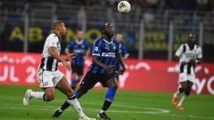 Indosport - Lukaku saat beraksi di pertandingan Inter Milan vs Udinese, Minggu (15/09/19) dini hari WIB