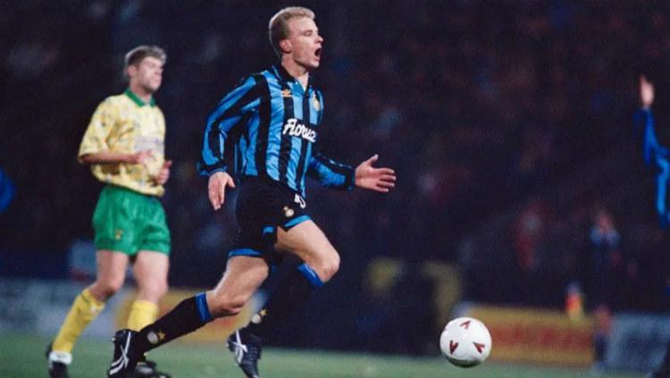 Dennis Bergkamp saat masih berseragam Inter Milan Copyright: The Sun