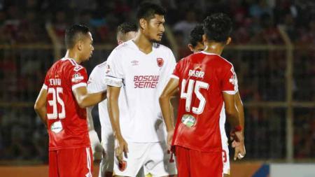 Laga antara Badak Lampung vs PSM Makassar pada pertandingan Liga 1, Minggu (15/09/19). - INDOSPORT