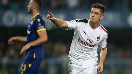 Penurunan performa Krzysztof Piatek bersama klub Serie A Liga Italia, AC Milan, konon katanya berakar dari seorang Marco Giampaolo. - INDOSPORT