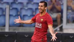 Indosport - Pemain AS Roma, Henrikh Mkhitaryan merupakan salah satu pemain sepak bola yang kebingungan terkait masa depannya karena virus Corona.