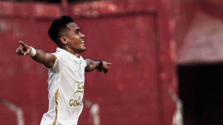 Sidik Saimima (saat masih di klub lama) mencetak gol kelima Bali United di Kualifikasi Liga Champions Asia (LCA) 2020 melawan Tampines Rovers. - INDOSPORT