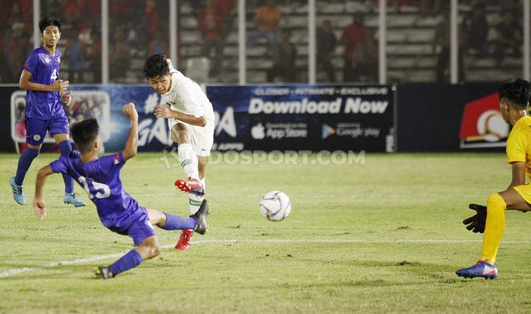 Laga pertandingan antara Filipina U-16 vs Indonesia U-16 di Stadion Madya GBK Senayan, Senin (16/09/19). Copyright: Herry Ibrahim/INDOSPORT