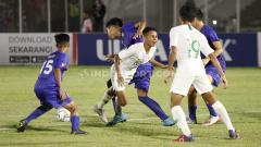 Indosport - Laga pertandingan antara Filipina U-16 vs Indonesia U-16 di Stadion Madya GBK Senayan, Senin (16/09/19).