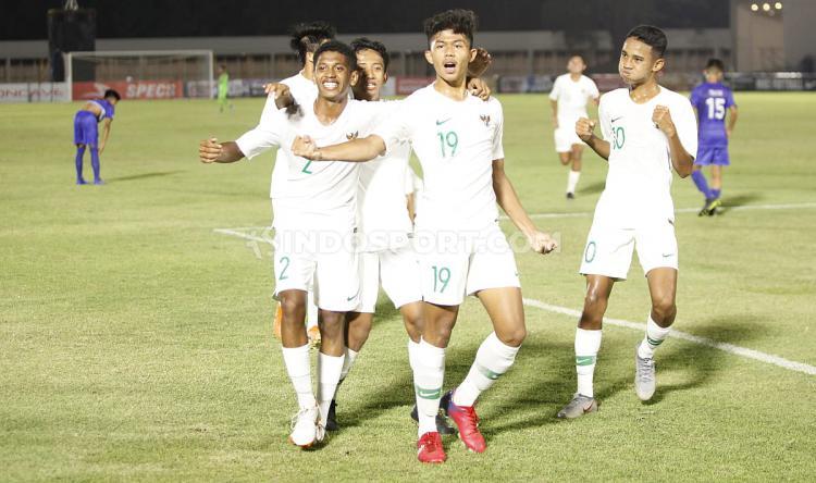 Selebrasi pemain Timnas Indonesia usai mencetak gol antara Filipina U-16 vs Indonesia U-16 di Stadion Madya GBK Senayan, Senin (16/09/19). Copyright: Herry Ibrahim/INDOSPORT