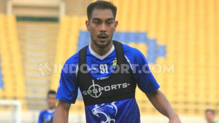Pemain Persib Bandung, Omid Nazari saat berlatih di Stadion Si Jalak Harupat, Kabupaten Bandung beberapa hari lalu. - INDOSPORT