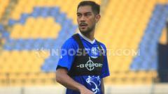 Indosport - Pemain Persib Bandung, Omid Nazari, berlatih di Stadion Si Jalak Harupat, Kab. Bandung menjelang laga Liga 1 2019.