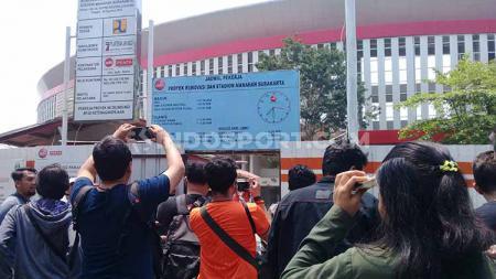 Diundang kunjungan FIFA ke Stadion Manahan, awak media justru diusir pihak keamanan. - INDOSPORT