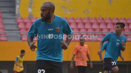 Yohanis Nabar, berhasil cetak gol pertamanya buat Sriwijaya FC. - INDOSPORT
