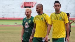 Trio pemain Brasil usai latihan Persebaya di Stadion Gelora Delta, Sidoarjo. Selasa (17/9/19).