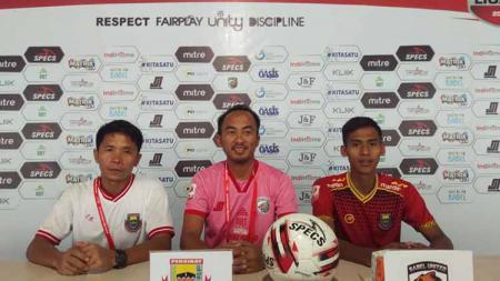 Pelatih dan Pemain Persibat Saat Hadiri Sesi Konferensi Pers Usai Laga Melawan Aceh Babel United - INDOSPORT