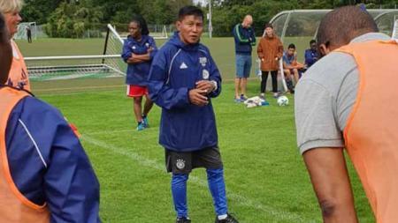 Legenda Persipura, Marwal Iskandar saat menjalani pelatihan di Jerman, Agustus Lalu - INDOSPORT