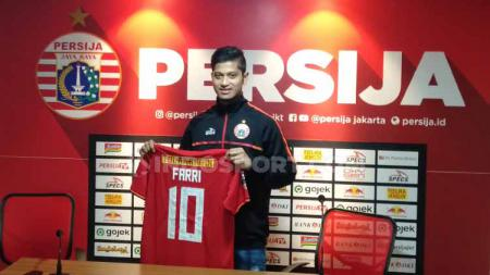 Farri Agri resmi bergabung ke Persija Jakarta dengan nomor punggung yang dikenal keramat, yakni nomor 10. - INDOSPORT