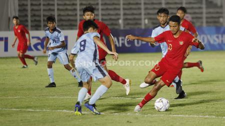 Aksi Marselino Ferdinan di pertandingan Timnas Indonesia U-16 vs Kep. Mariana Utara U-16 dalam lanjutan Kualifikasi Piala Asia U-16. - INDOSPORT