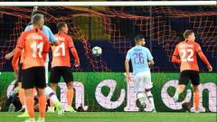 Indosport - Riyad Mahrez mencetak gol di pertandingan Liga Champions antara Shakhtar Donetsk vs Manchester City, Kamis (19/9/19) dini hari WIB.