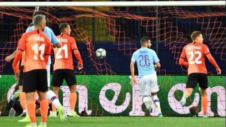 Riyad Mahrez mencetak gol di pertandingan Liga Champions antara Shakhtar Donetsk vs Man City, Kamis (19/09/19) dini hari WIB. - INDOSPORT