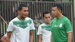 Indosport - Legemin Raharjo (kiri) disebut Jafri Sastra sudah bisa bermain dalam laga Persita Tanggerang vs PSMS Medan.