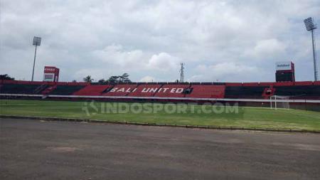 Stadion I Wayan Dipta diketahui berada dalam kondisi yang kurang prima jelang laga Kualifikasi Piala Dunia antara Timnas Indonesia melawan Vietnam (15/10/19). - INDOSPORT