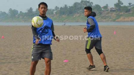 Habib Arif Fadhilllah tengah menjalani latihan bersama rekan-rekannya jelang putaran kedua Liga 3 2019. - INDOSPORT