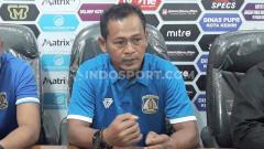 Indosport - Asisten Pelatih Persiba Balikpapan, Djarot Suprianto dalam konferensi pers.