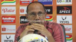 Pelatih PSIS Semarang, Bambang Nurdiansyah, dalam sesi konferensi pers sebelum pertandingan Liga 1 2019.
