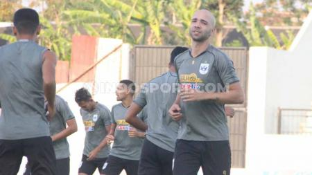 Pemain baru PSIS, Bruno Silva saat melakoni official training sebelum menghadapi Persebaya Surabaya. - INDOSPORT