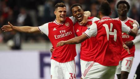 Para pemain Arsenal seperti Pierre-Emerick Aubameyang merayakan gol ke gawang Eintracht Frankfurt dalam duel Liga Europa 2019/20. - INDOSPORT