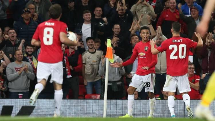 Para pemain Manchester United merayakan gol Mason Greenwood kontra Astana di Liga Europa 2019/20. Copyright: Twitter @ManUtd