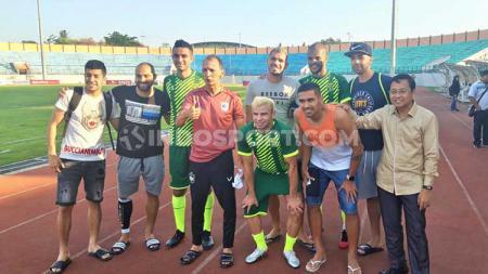Pemain asal Brasil dari PSIS dan Persebaya saat berfoto bersama. - INDOSPORT