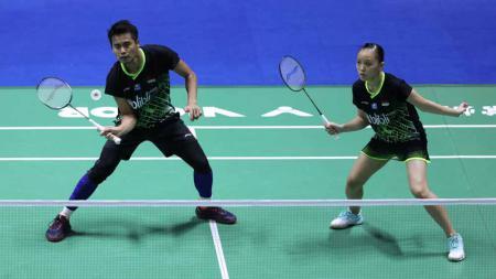 Pasangan ganda campuran Indonesia, Tontowi Ahmad/Winny Oktavina Kandow, gagal melangkah ke babak kedua turnamen Denmark Open 2019. - INDOSPORT