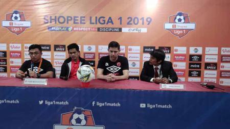 : Darije Kalezic dan Rizky Pellu mewakili PSM Makassar pada konferensi pers pasca laga melawan Tira-Persikabo - INDOSPORT
