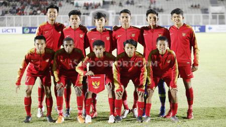 Ruy Arianto (kanan bawah) bersama Skuat Timnas Indonesia U-16. - INDOSPORT