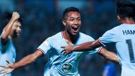 Selebrasi pemain Persela Lamongan usai mencetak gol ke gawang Arema FC pada Liga 1 di Stadion Surajaya Lamongan, Jumat (20/09/19). - INDOSPORT