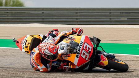 Detik-detik kecelakaan tunggal yang dialami oleh Marc Marquez di tes pramusim MotoGP 2020 di sirkuit Sepang, Malaysia pada Sabtu (08/02/20). - INDOSPORT