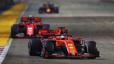 Pembalap Ferrari, Sebastian Vettel, saat berada di lintasan balap. - INDOSPORT