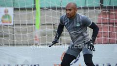 Indosport - Penjaga gawang Persela Lamongan, Alfonsius Kelvan.