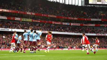 Gol Arsenal dan Manchester City pada pekan keenam Liga Inggris melawan Aston Villa dan Watford terindikasi tidak sah karena menyalahi aturan - INDOSPORT