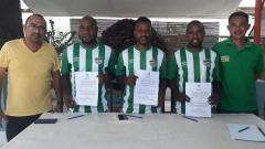 Indosport - Naftali Heluka, salah satu pemain Papua yang dikontrak Karketu Dili FC